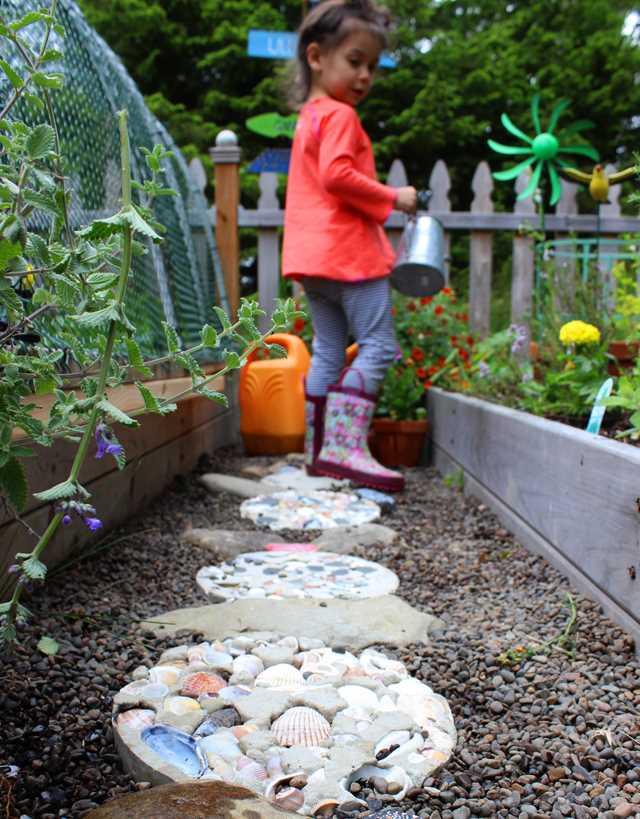 12 inspirací na zahradní cestičky a okrasné kameny_6