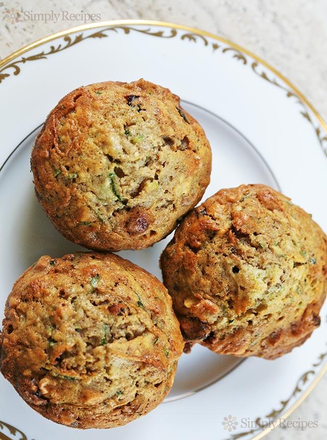 zucchini-muffins-vertical-b-640