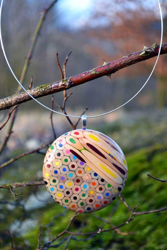 Inspirace - krásné šperky z pastelek od české umělkyně (4)