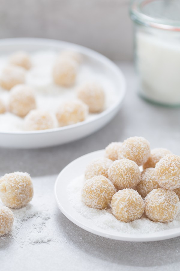 snow-almond-balls-600x900