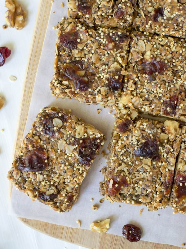 The-best-healthy-granola-bar-recipe-No-Bake-Chia-Bars-made-with-peanut-butter-and-honey-600x805