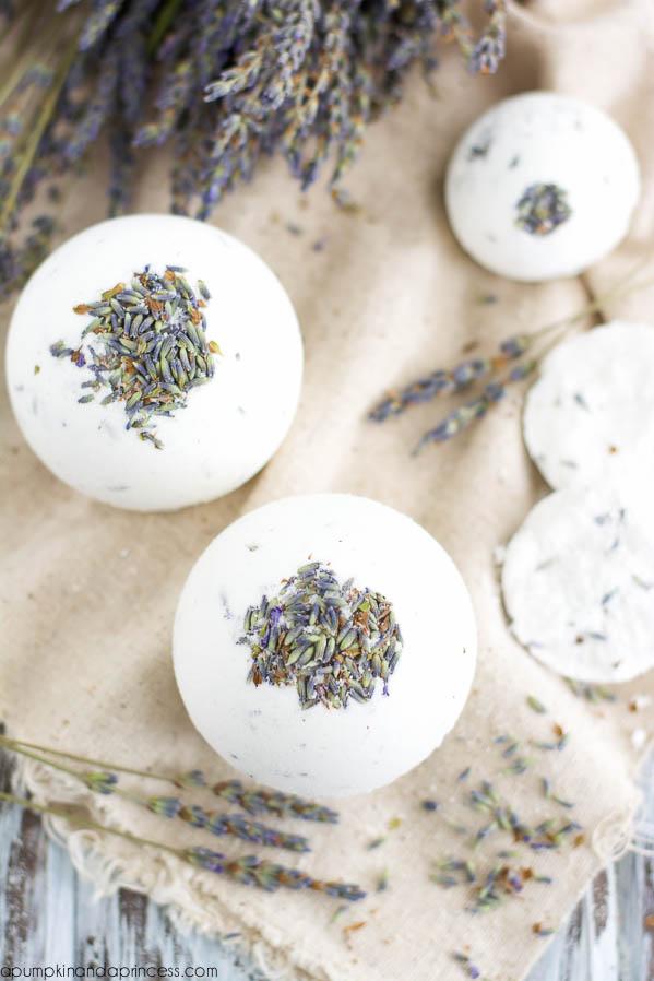 DIY-Lavender-Bath-Bombs1