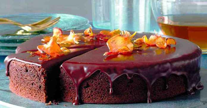 Vláčný-čokoládový-dort-s-červenou-řepou