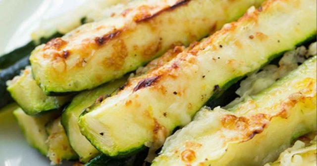 recept-na-Cuketové-hranolky-se-sýrem-česnekem-a-parmezánem2