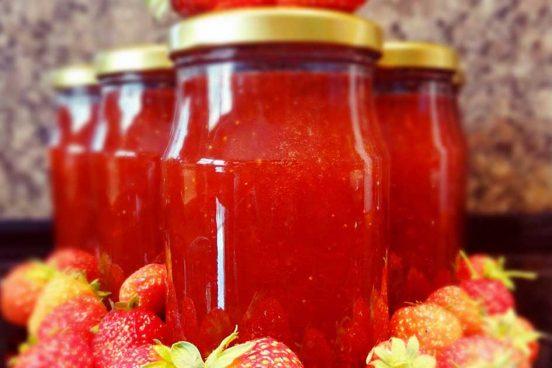 recept na domácí rebarborovo jahodovou marmeládu