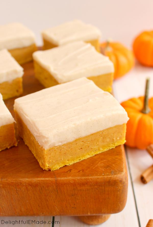 pumpkin-spice-sugar-cookie-bars-delightfulemade-com-vert2