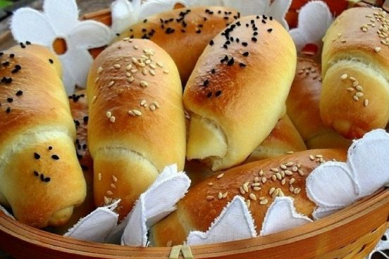 recept-na-domaci-rohliky-plnene-syrem