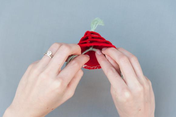 7-diy-felt-ornaments