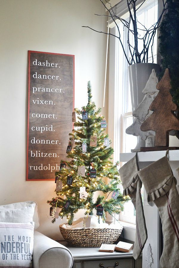 diy-christmas-reindeer-sign
