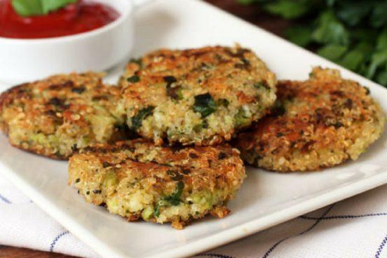 recept-na-smazene-brokolicove-placicky-s-quinoou