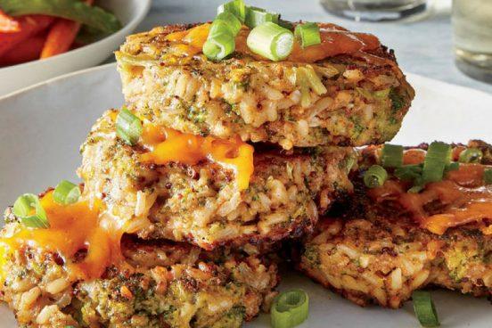 Recept na rýžové placičky s brokolicí a čedarem